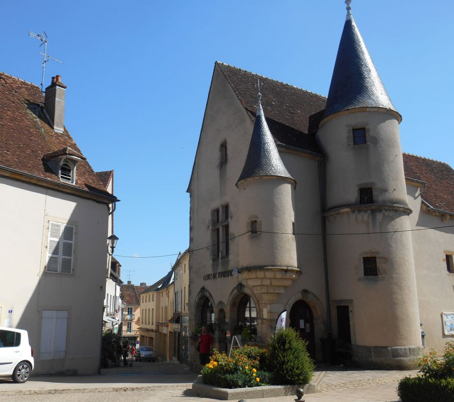 Arnay le Duc : la Maison Bourgogne vue par des artisteslocaux